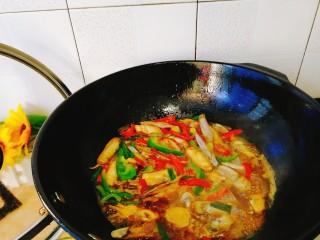 家常菜+爆炒蛏子,最后加入红青椒就可以出锅了