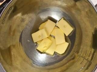 可可曲奇,黄油切成小块,室温软化。手指可以轻松按下。