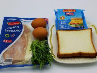 快手早餐三明治🥪,备齐所有食材;土司片、西班牙培根、鸡蛋、芝士和苦苣