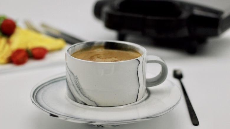 快手早餐三明治🥪,配上一杯自制咖啡、满足