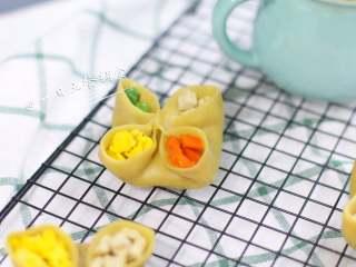 四喜蒸饺,蒸好的饺子灰常地可爱。虾蛋菌豆类菜都有了,品种多,别担心宝宝消化不了,宝宝需要这些。