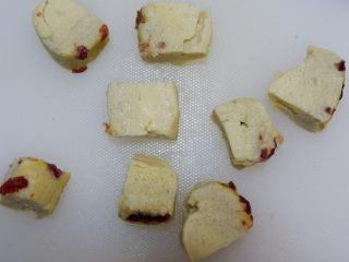 宝宝辅食—蔓越莓山药糕,切成合适的小块即可~