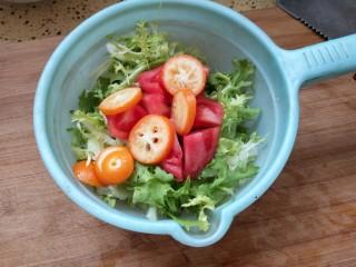 凉拌果蔬苦菊,把苦菊和金桔西红柿放在一起