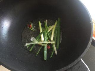 葱不够的葱油面,丢葱,随手放了一个小辣椒