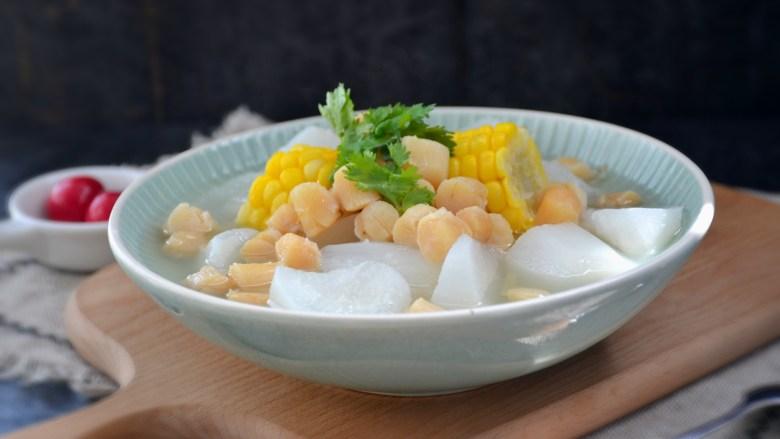 干贝玉米萝卜汤,出锅装盘。