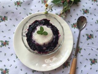蓝莓山药泥 ,好吃的蓝莓山药泥做好啦