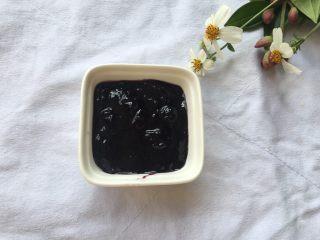 蓝莓山药泥 ,煮至浓稠