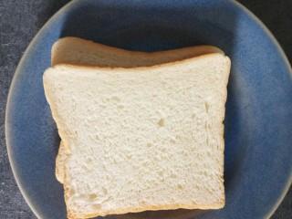 香肠三明治,准备两片土司