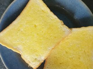香肠三明治,两面都刷上