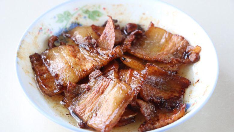 扁豆炒五花肉,盛出备用