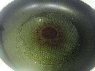 香煎豆腐,热锅放油