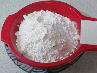 风味独特滴【焦糖南瓜磅蛋糕】 ,先将材料中的粉类过筛两次,待用