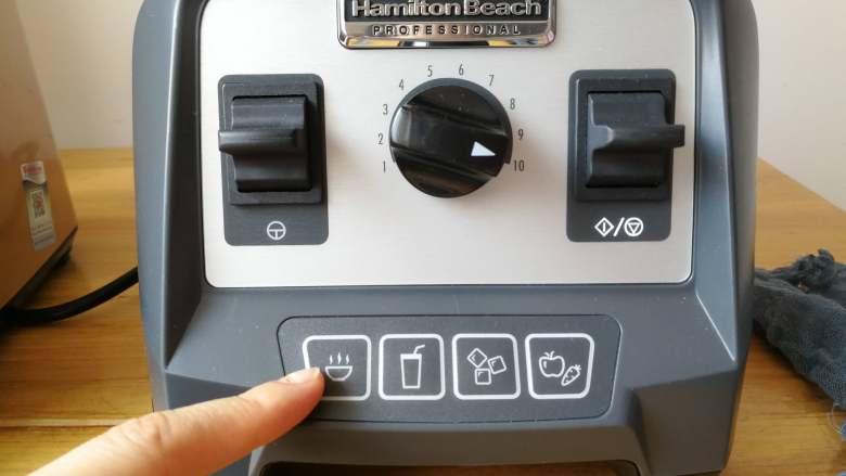 益智营养芝麻糊,每样食材各取一半的分量,加入两碗纯净水,汉美驰破壁机选择第一个热汤功能。