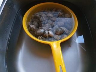 麻辣爆炒花蛤,然后在多洗几遍。