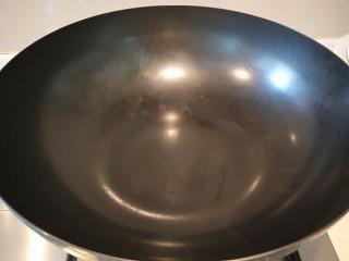 麻辣爆炒花蛤,锅烧热放入20花椒。