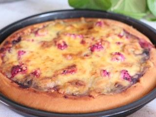 蓝莓酱水果披萨,特别好吃哦!