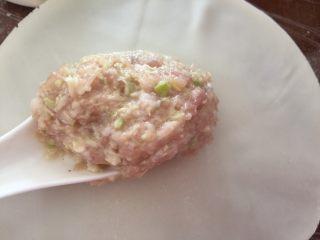 春笋鲜肉烧卖--上海特色,一张烧卖皮基本就是一汤勺肉馅