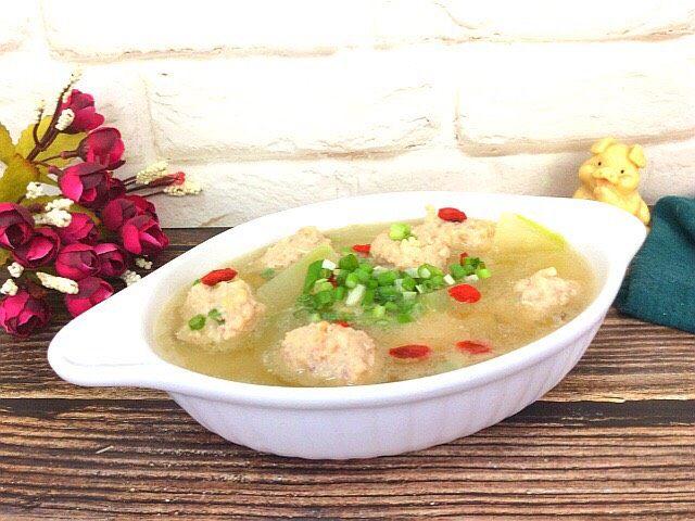 冬瓜虾肉汆丸子汤