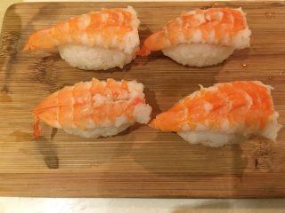 握寿司套餐,摆上虾子