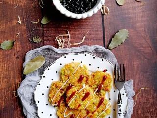 卷心菜三文鱼米饼,卷心菜三文鱼米饭饼
