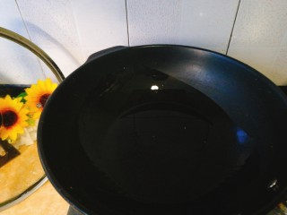 家常菜+韭菜炒小白虾,起油锅