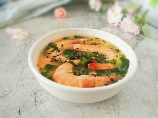 #辅食计划#莴苣叶鲜虾米汤,给宝宝喝汤更鲜美,大虾记得帮宝宝剥出来虾肉嗷…… 敏茹意作品