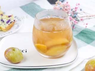 西梅汁,西梅不仅可以做西梅汁,还可以用来做沙拉、糕点,还是主食、配料,都非常合适。