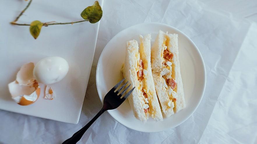 腊肠鸡蛋沙拉三明治