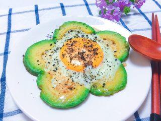 牛油果太阳蛋,营养满满的哦