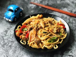 海鲜焖面,一盘网红海鲜焖面出锅,让你在家也能遇见好味道!