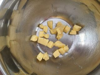红薯棒小饼干,黄油切小块软化
