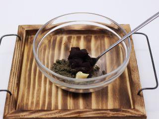 清新碧绿的青叶汁黑芝麻豆沙青团,把豆沙馅和黑芝麻糊混合在一起、加入猪油