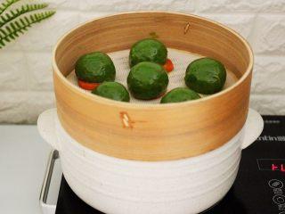 清新碧绿的青叶汁黑芝麻豆沙青团,清新碧绿的青团出锅喽……