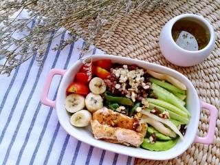 吃出好身材,三文鱼沙拉晚餐,享用营养丰富十二种食材的晚餐,吃得美美哒,吃出好身材