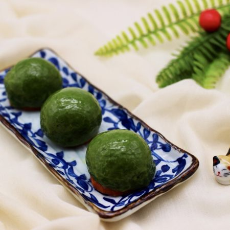 清新碧绿的青叶汁黑芝麻豆沙青团