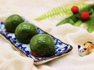 清新碧绿的青叶汁黑芝麻豆沙青团,再来一张