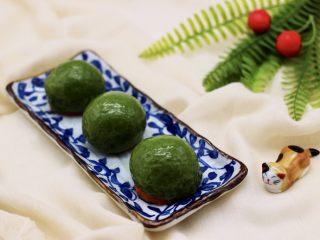 清新碧绿的青叶汁黑芝麻豆沙青团,成品一