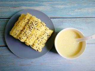 鸡蛋饼,摆盘,配上小米粥,早餐搞定啦!