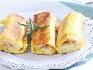 海鲜吐司卷,早餐如果吃它,可以搭一杯豆浆或牛奶,再来一份蔬菜水果坚果沙拉就完美啦。