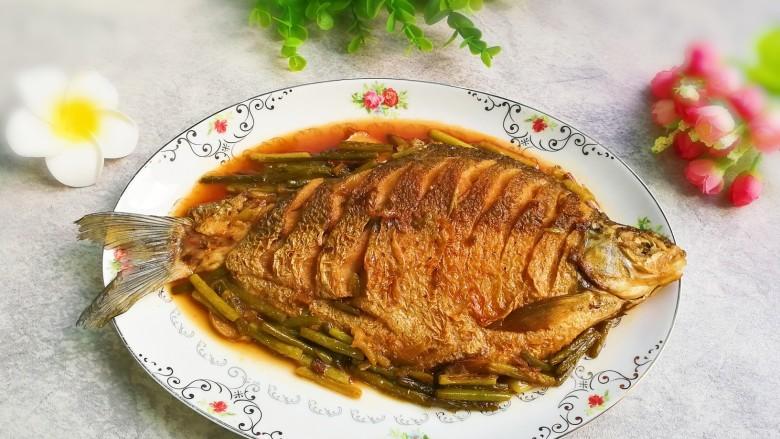 红烧蒜苔鳊鱼,相当鲜美!要不要试试,