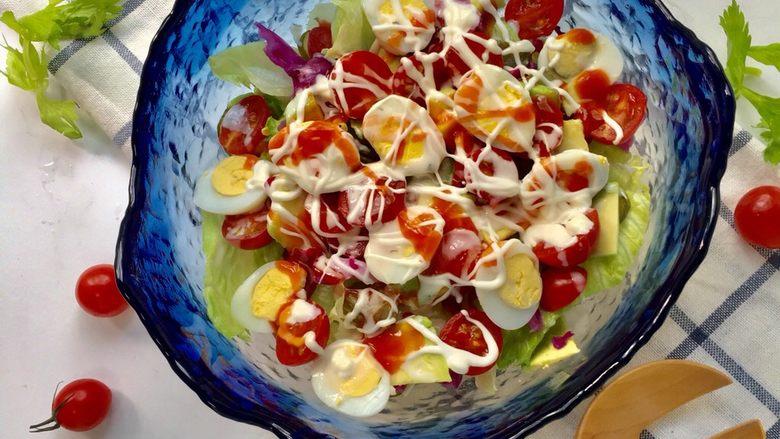 鹌鹑蛋果蔬沙拉,沙拉属于鲜菜,及时食用,不要长期放置。