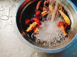 辅食计划+乳鸽红菇汤,红菇泡发