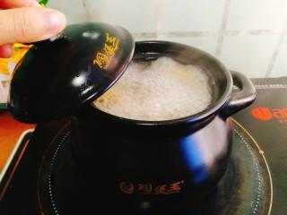 辅食计划+乳鸽红菇汤,煮开后转中小火煲10分钟