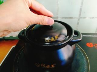 辅食计划+乳鸽红菇汤,再次盖上盖子,保持小火煲15分钟