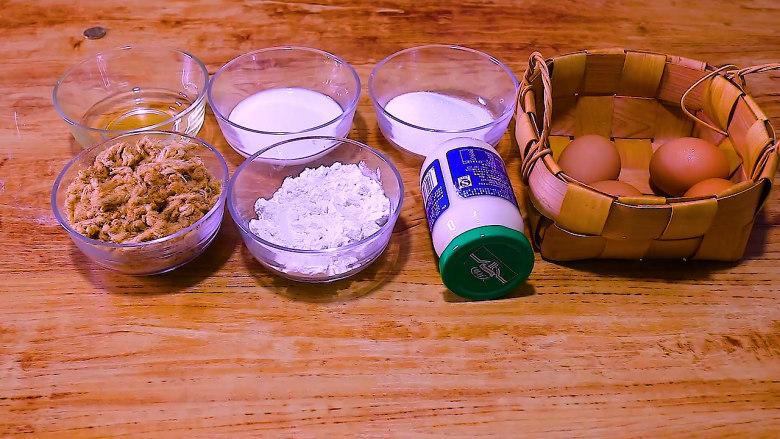 肉松盒子蛋糕,玉米油40g 纯牛奶52g 低筋面粉52g 细砂糖60g 柠檬汁或白醋几滴 沙拉酱(根据个人口味添加) 肉松150g 鸡蛋4个