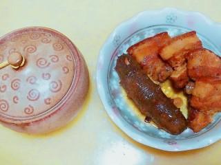 滋阴补肾海参红烧肉,海参吸取了香浓的卤汁和红烧肉的油脂,祛除了腥味,保留了浓香