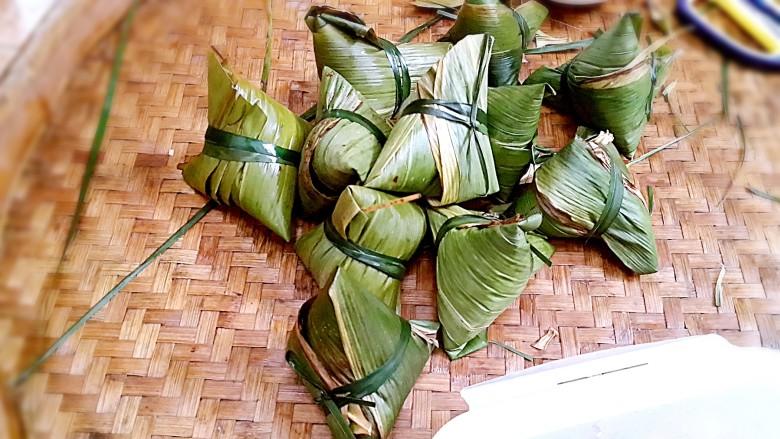 古法特制、天然植物碱水粽,喜欢什么形状就怎么包。