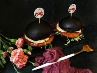 竹炭粉迷你奶酪小餐包,做成迷你小汉堡,营养又美味