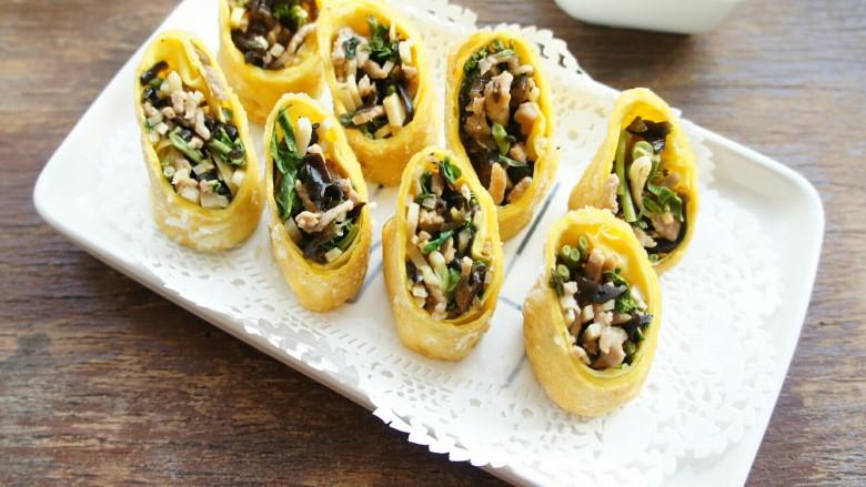 不一样的春卷(博山春卷),吃的时候可以用醋加温水调制一小碗高汤蘸食。