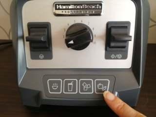 果蔬汁,接通电源,启动汉美驰破壁机的果蔬功能。